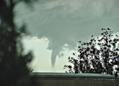 Tornado touches down in midwestern town